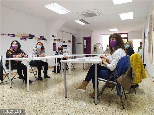 Representantes de Podemos Aragón se reúnen con las trabajadoras de Alumalsa afectadas por el ERE.<br>REMITIDA / HANDOUT por PODEMOS<br>Fecha: 18/10/2020.                 <br>Fotografía remitida a medios de comunicación exclusivamente para ilustrar la noticia a la que hace referencia la imagen, y citando la procedencia de la imagen en la firma