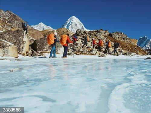 Junta patrocina el documental sobre la expedición invernal al Everest que AMIAB organizó con personas con discapacidad