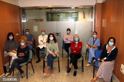 Parte de los integrantes del equipo multidisciplinar dedicado a los casos de cáncer de mama en el Hospital Virgen Macarena de Sevilla.<br>REMITIDA / HANDOUT por JUNTA DE ANDALUCÍA<br>Fecha: 18/10/2020.                 <br>Fotografía remitida a medios de comunicación exclusivamente para ilustrar la noticia a la que hace referencia la imagen, y citando la procedencia de la imagen en la firma