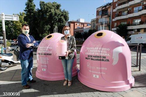Contenedores rosas en Mérida<br>REMITIDA / HANDOUT por ECOVIDRIO<br>Fecha: 17/10/2020.                 <br>Fotografía remitida a medios de comunicación exclusivamente para ilustrar la noticia a la que hace referencia la imagen, y citando la procedencia de la imagen en la firma