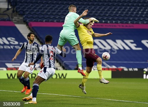 19 October 2020, England, West Bromwich: West Bromwich Albion goalkeeper Sam Johnstone drops the ball under pressure from Burnley's Chris Wood during the English Premier League soccer match between West Bromwich Albion FC and Burnley FC at The Hawthorns Stadium. Photo: Tim Keeton/PA Wire/dpa