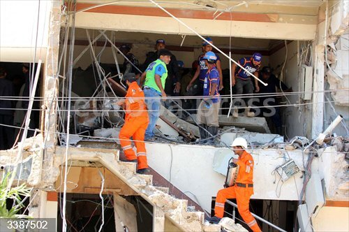 21 October 2020, Pakistan, Karachi: Rescue workers look for survivors in the rubble of a building following the explosion that hit an apartment building at Maskan Chowrangi. Photo: -/PPI via ZUMA Wire/dpa