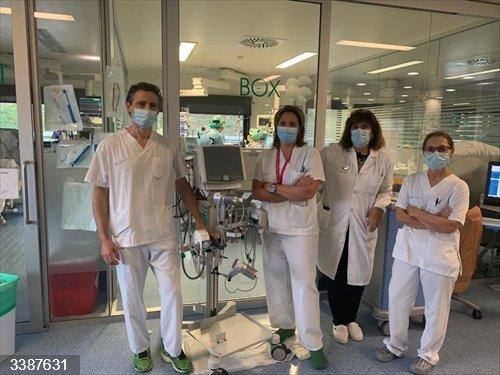 Equipo de Medicina Intensiva del hospital Álvaro Cunqueiro de Vigo, que puso en marcha la técnica extracorpórea ECCOR2 de lavado de CO2 en sangre para tratamiento de pacientes con COVID-19.<br>REMITIDA / HANDOUT por SERGAS <br>Fecha: 21/10/2020.                 <br>Fotografía remitida a medios de comunicación exclusivamente para ilustrar la noticia a la que hace referencia la imagen, y citando la procedencia de la imagen en la firma