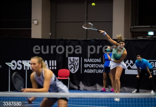 Aryna Sabalenka of Belarus and Elise Mertens of Belgium playing doubles at the 2020 J&T Banka Ostrava Open WTA Premier tennis tournament on October 20, 2020 in Ostrava, Czech Republic - Photo Rob Prange / Spain DPPI / DPPI