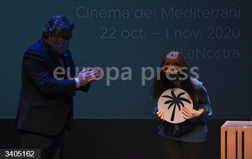 La actriz Maria de Medeiros durante la Gala de clausura de la 35 edición de Mostra de València-Cinema del Mediterrani, en Valencia, Comunidad Valenciana (España), a 30 de octubre de 2020.